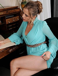 Petite 33 year old Melissa Rose breaks ferom taking notes to spread