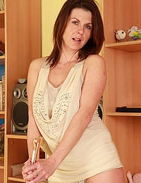 Horny MILF Patris from AllOver30 toying her large mature pussy