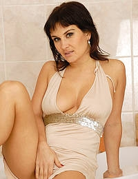 32 year old Valentina gets herself so hot she needs to shower for you