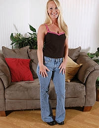 Fantastic MILF in tight bluejeans shows off her sexy skin