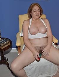 Malay mom gives blowjob to stepson