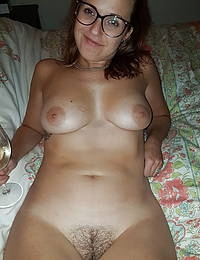 Solo MILF Is A Real Dream Babe While Doing Seductive Moves