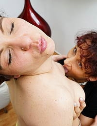 These naughty housewives love to eat pussy