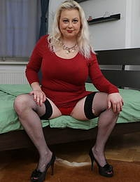 Curvy Elleanor with her big boobs loves playing with herself