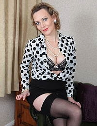 This horny British housewife loves to play alone