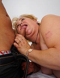 Horny mature BBW gets a mouth full of pleasure
