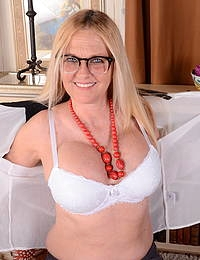 Naughty blonde American housewife playing alone