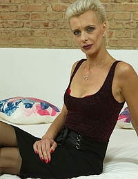 Naughty cougar Espoir loves the attention from younger men