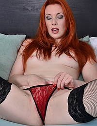 Hot mom Michelle Russo playing with her shaved pussy