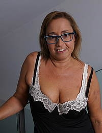 Spanish housewife Conchita loves playing with her pussy