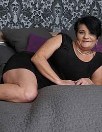 Curvy mature lady getting seduced by a toy boy