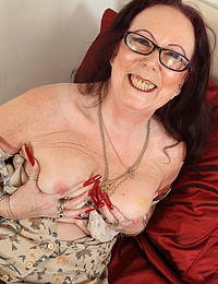 Horny British mature lady getting wet and wild