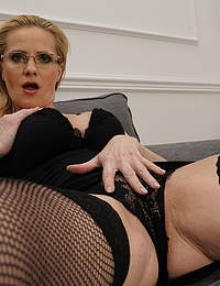 This steamy hot housewife loves playing with her pussy