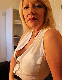 Naughty mature Amy getting ready for the fuck of a lifetime