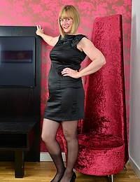 Curvy British housewife getting very frisky