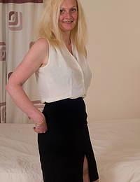 Blonde British housewife feeling frisky