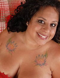 Chubby American housewife showing us the goods