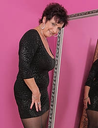 Elegant 52 year old Jessica Wild let her big mama tits out to play