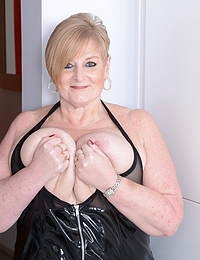 This curvy mama playing with her pussy and her big tits