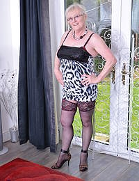 British chubby mature lady playing with herself