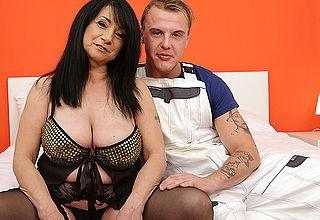 Naughty curvy mature slut seducing the younger handyman