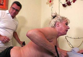 Curvy German mature foetus fucked by her masseur