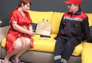 The delivery guy has a special hustle be proper of this horny mature cougar