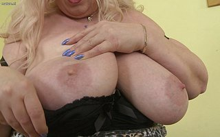 Big breasted of age BBW playing with regard to herself