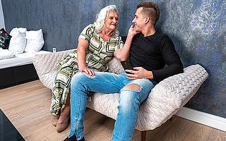 Simmering grandma sucks the brush toyboys cock and gets fucked immutable