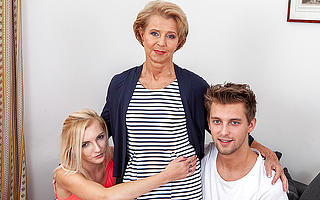 Sexy grandma visits young couple coupled with has hot sex here naughty threesome