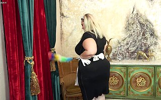 Curvy big breasted BBW housemaid playing roughly something she unseemly