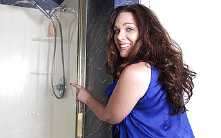This horny American MILF loves in the air get dirty in the shower