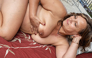 Busty housewife gets her pussy for everyone wet added to masturbates