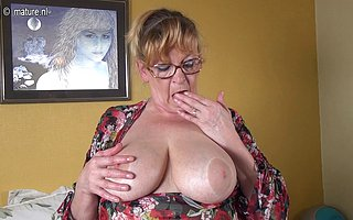 Beamy breasted BBW playing with her toy