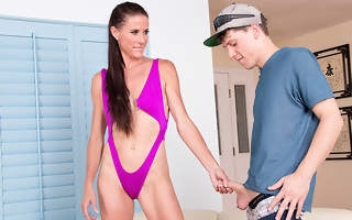 Horny housewife seducing the poolboy for hardcore coition