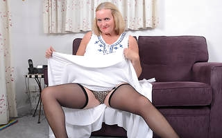 Curvy mature lassie playing here herself
