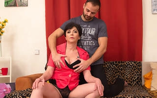 Horny housewife fucking with the brush suitor