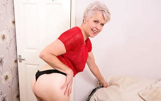 Unfavourable mature Nipper Sextasy playing with their way pussy