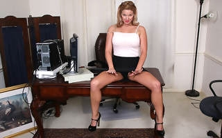 Miserable American MILF playing respecting the brush pussy to the fore office