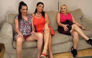 Three scalding housewives fooling around on the couch