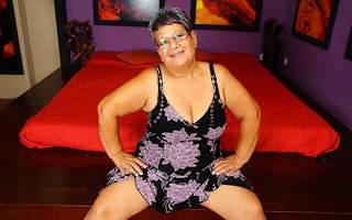 This obese of age lady plays with her pussy