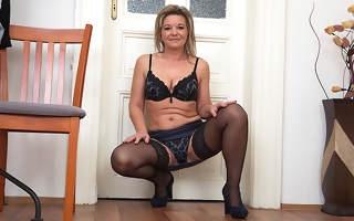 Naughty housewife getting very gungho