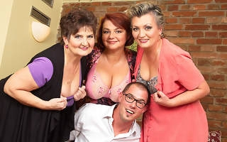 Three mature ladies fucking one lucky dude