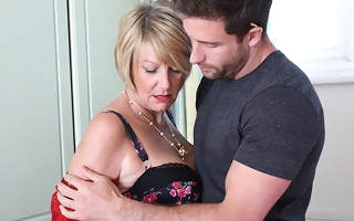 Horny British housewife seduces the handyman