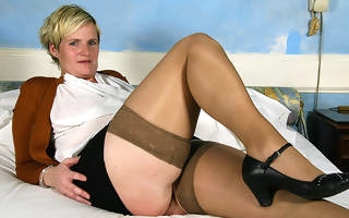 Horny Dutch housewife effectuation encircling her toy