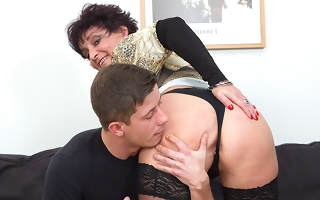 Horny mature lady fucking and sucking their way younger suitor