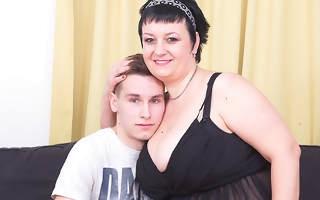 This beamy mama loves fucking and sucking