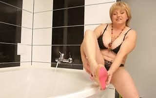 Victorian chubby mama playing everywhere eradicate affect bath