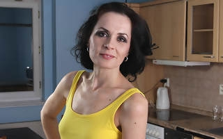 Grown up housewife still likes on touching work out that pussy