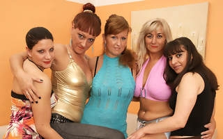Five old and young lesbians league together hard
